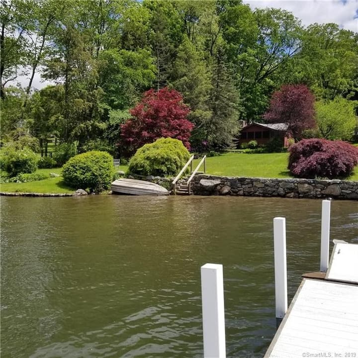 Lake front cottage with dock & row boat!