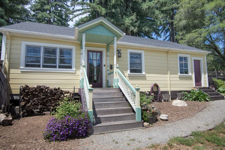 Victorian Guest Cottage- Sleeps 6 - Boulder Creek - Casa