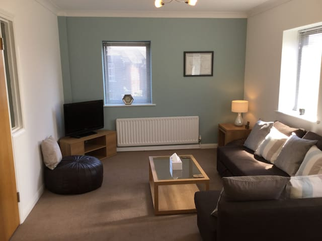 Central location modern 2 bed apartment