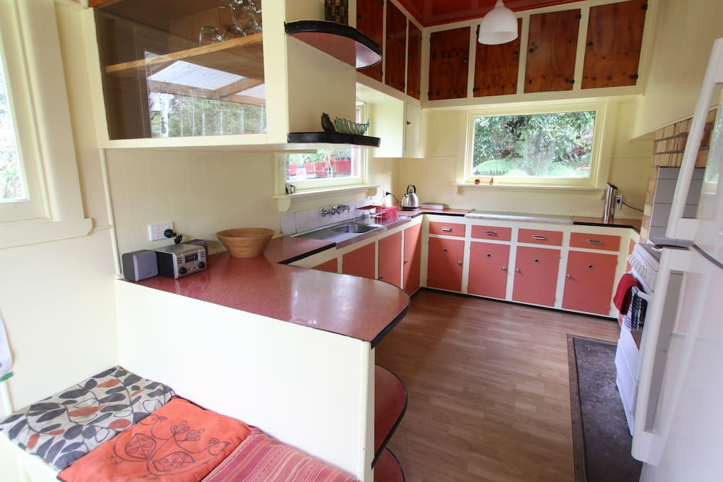 Well equipped retro kitchen