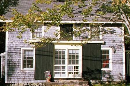 Early American Barn - Charming Salt Water Cottage - Cushing - Rumah