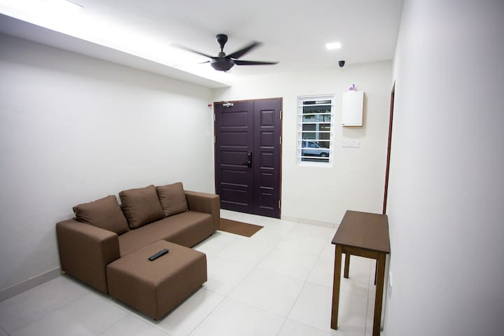 Hom2rex ~ home to relax ~ Kuching Homestay~ F Room