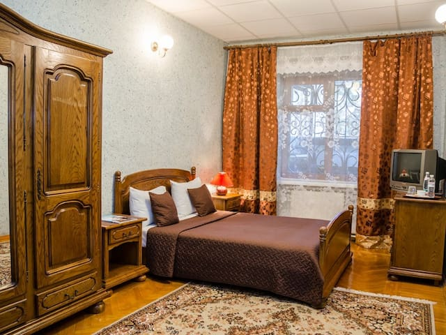 Standard with one large bed. Hotel Dvoryanskiy