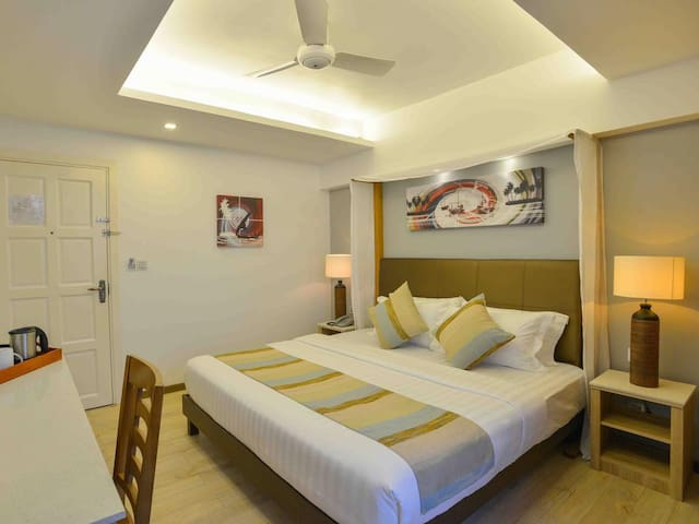 Deluxe Sky Suite (Room with Queen Bed and Sofa Bed)