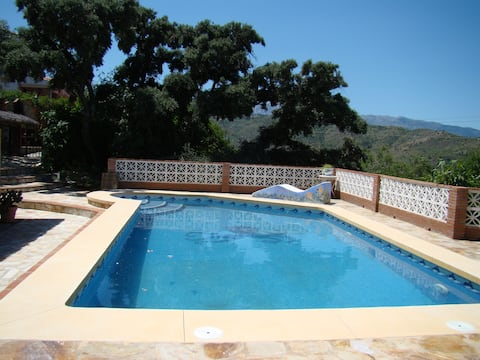 charming estate,with pool, barbecue, and more ..