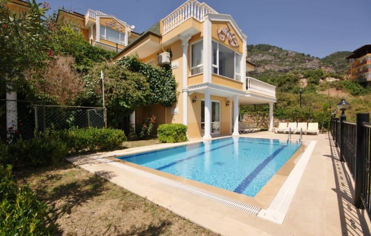 Rent a Luxury Villa in Alanya, Close to the Beach, Alanya Villa 1019