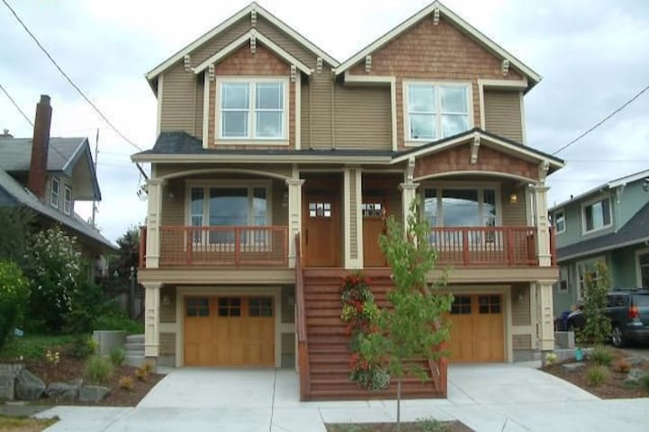 Superb location close to all amenities & Trimet