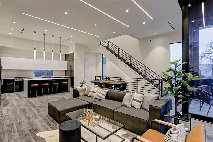 Houston Heights Luxury Retreat IV