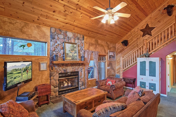 GREAT LOCATION - PERFECT CABIN - FULL OF AMENITIES