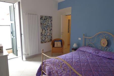 Splendido appartamento per 2 in centro paese - Santo Stefano al Mare - Leilighet