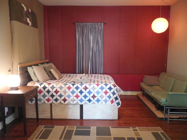 Comfy Room In 5 Points Chill Pad Near Downtown