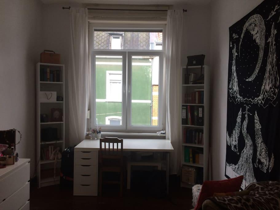 Mein Zimmer #2 (Sicht vom Bett)