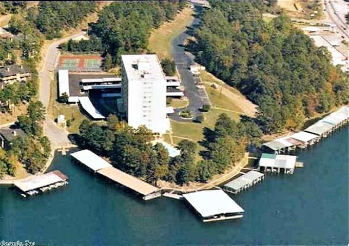 Lake Retreat in secure environment,beautiful view!