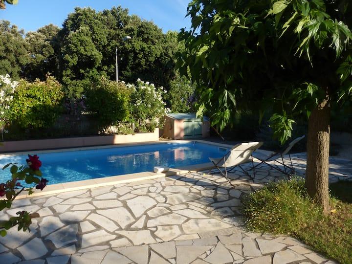 Chambre sur jardin et piscine