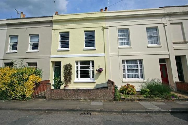 2 Bedroom House for Gold Cup Week - Cheltenham - Talo