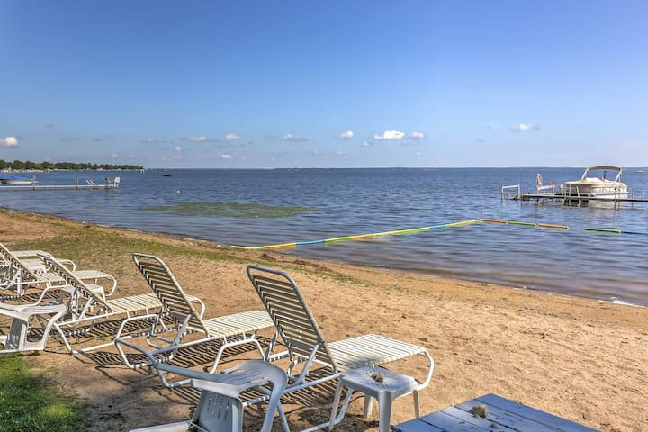 Waterfront Houghton Lake Condo w/Dock,Pool & Beach