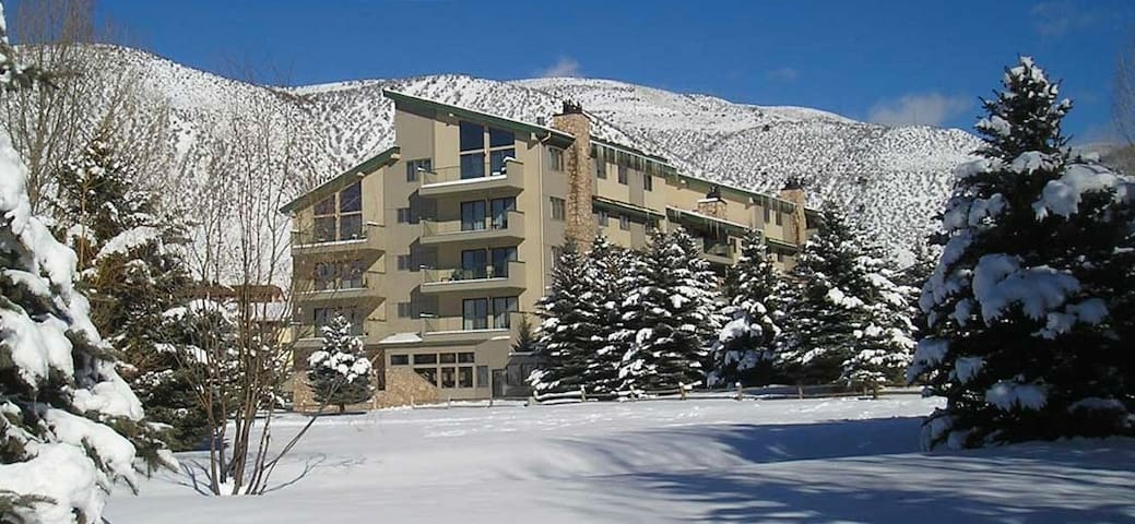 1BR Condo Falcon Point Hot Tub/Pool/Ski Shuttle