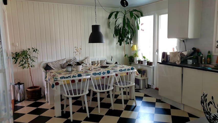 Mysigt hus vid Storsjöbadet