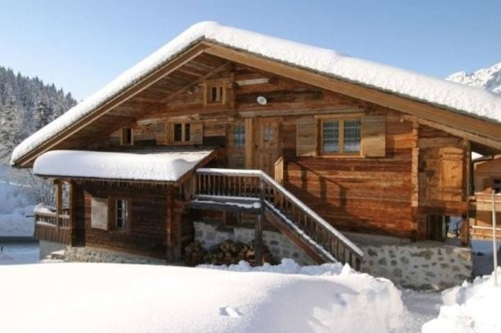 Authentic Chalet, ski-in / ski-out! - Le Grand-Bornand - Chalet