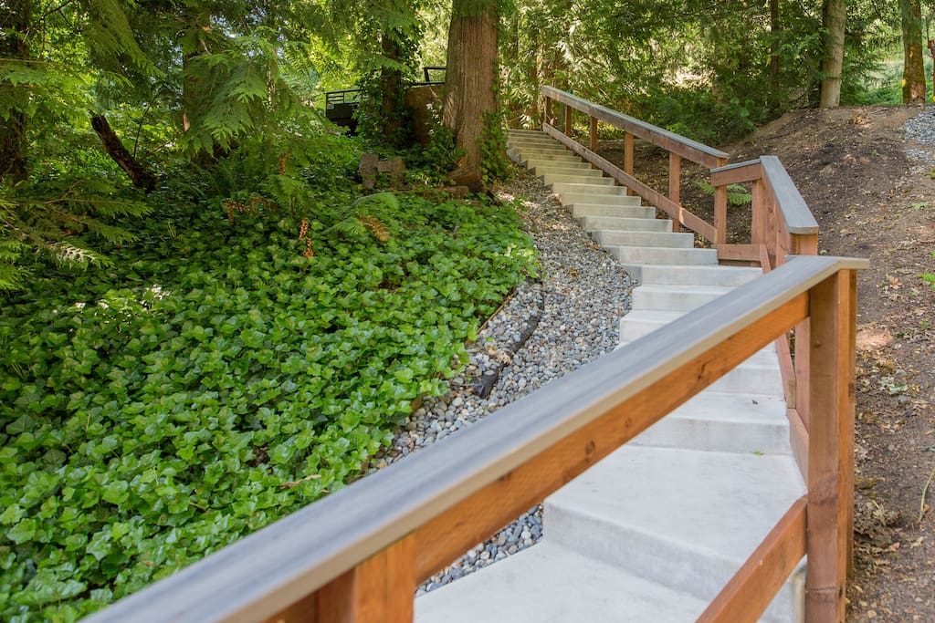 Gentle stairs leading from parking area to house.