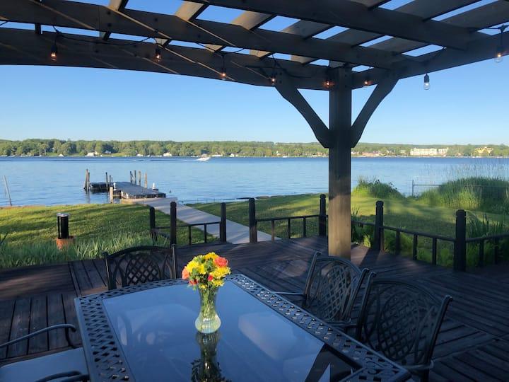 Chautauqua Lake Getaway-Enjoy a lakefront cottage!