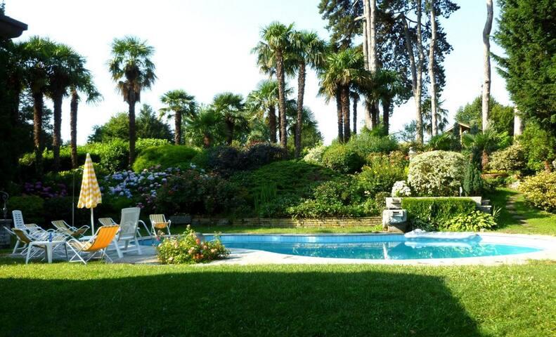 B-Splendida villa bifamiliare con piscina