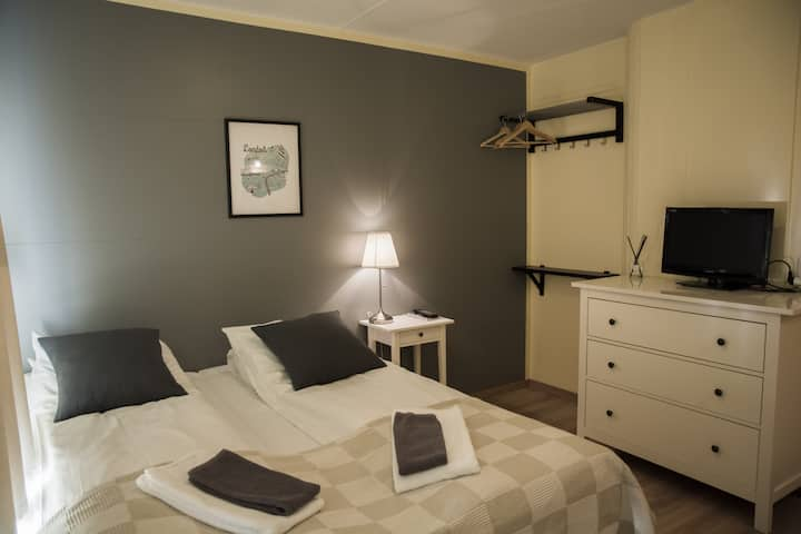 HVAMMUR Guesthouse - Double or Twin Room with Shared Bathroom