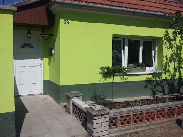 Chalupa Znojmo - Suchohrdly - House