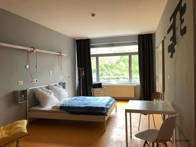 WEST Living - Room Freud