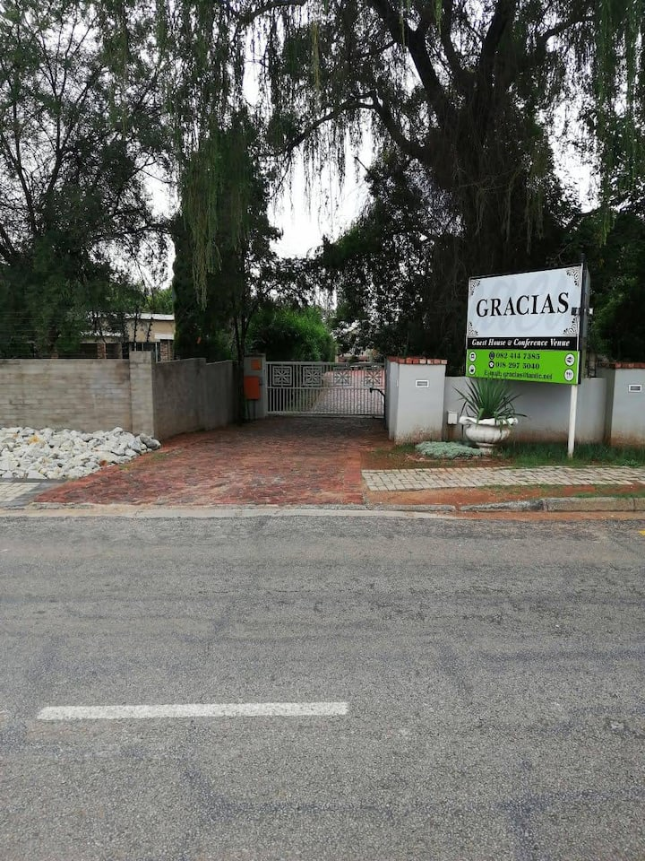 Gracias Gastehuis Potchefstroom (Enkelkamers)