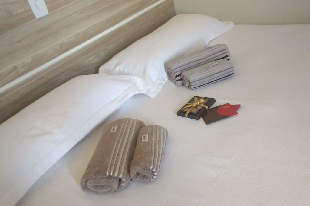 Cama king size extra disponibilizada - Roupas de cama e banho M Marta e Artex