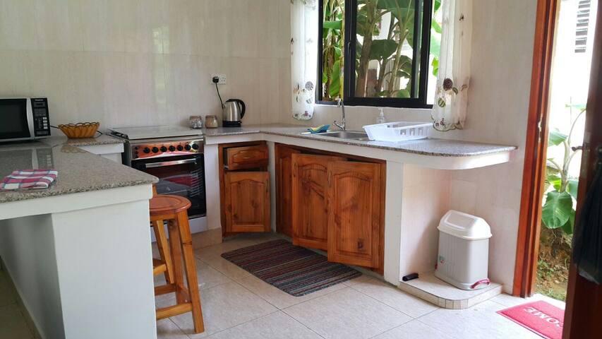 MAHE : Experience with Seychellois family