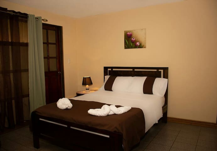 Margarita Hostel 1 Wi fi 3 miles From The Airport