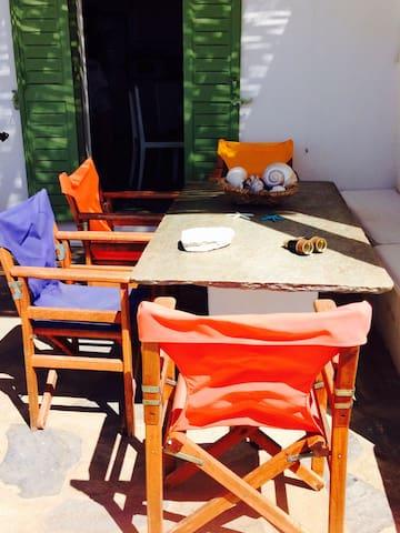 Κατοικία με θέα στο Τριανταρο Τήνου - Τριαντάρος