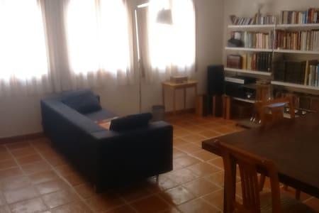 Apartament dues persones al centre del casc antic - Collbató - Wohnung