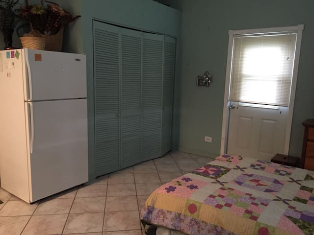 Detached Garage apartment - Pembroke Pines