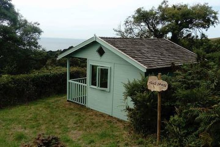 Toad Hall, Cleave Cabins
