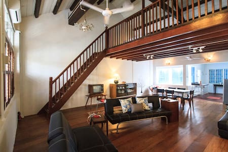 Loft living in a trad'l shophouse  - George Town