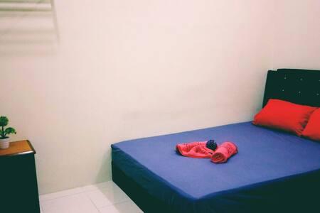 ROOM 2 @ Tihany Homestay Seri Iskandar - Seri Iskandar