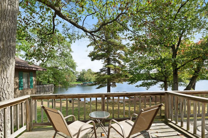 Adorable, motel-style rental w/ shared dock & sports courts - dogs welcome!