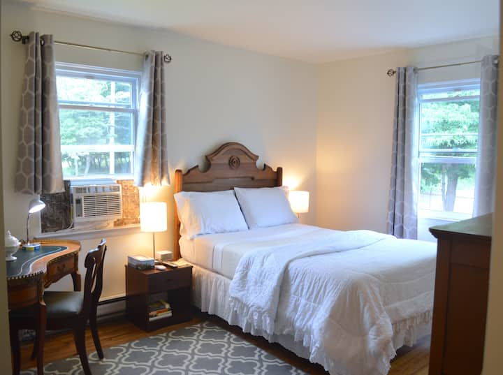 Comfortable & Clean Private Bedroom in Greenwich