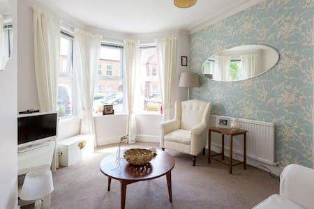 Beautiful flat near peaceful and leafy Lloyds Park - Lontoo