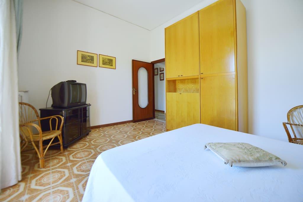 Camera da letto luminosa e spaziosa