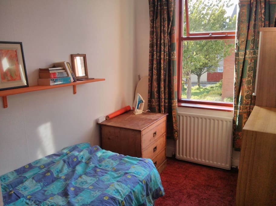 Compact but comfortable bedroom - wifi works very well upstairs too :)