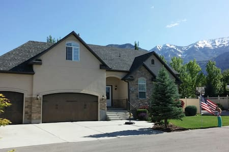 Between SLC & Provo - clean & comfy, up to 3 rooms - House