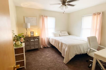 Cozy Private Room in Heart of Edwardsville