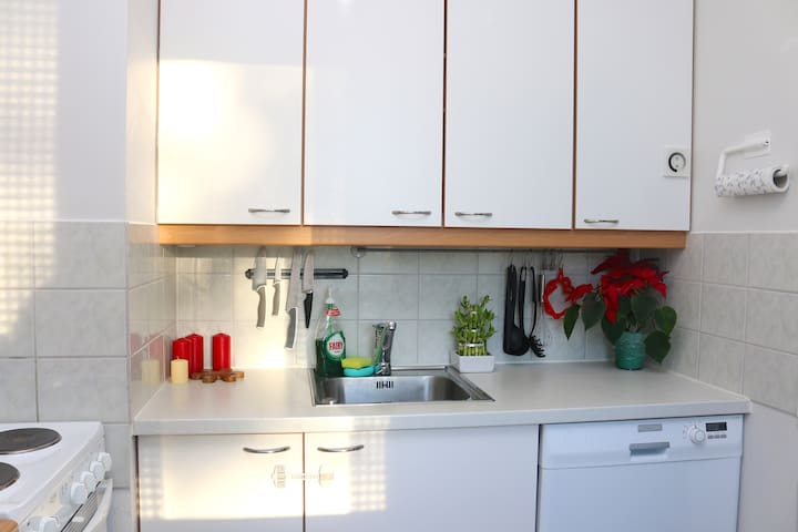 Cosy bright studio near the city-center WiFi - Loviisa - Appartement
