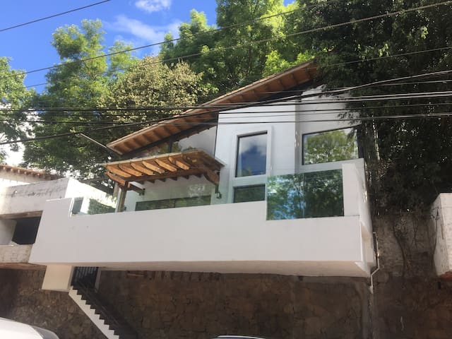 House in Valle de Bravo´s town with beautiful view - Valle de Bravo - House