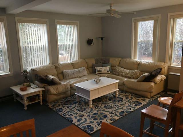 Schoolhouse Condo #5 Woodstock/Lincoln NH
