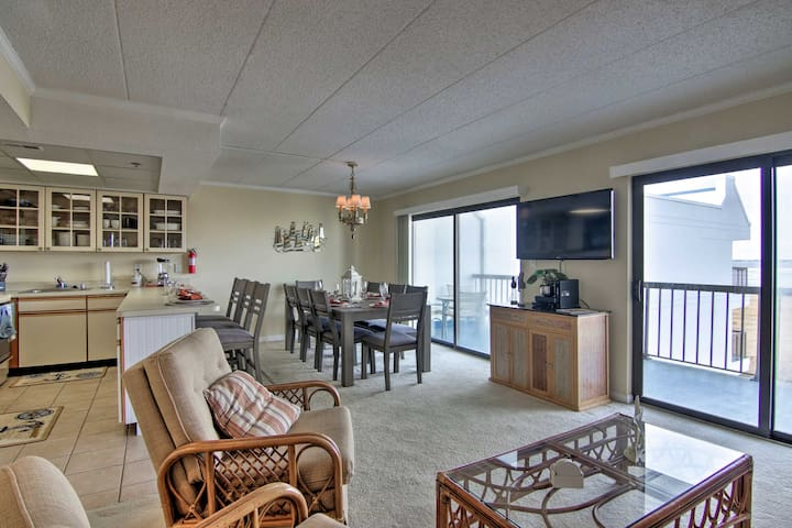 Ocean City Condo w/Balcony - Walk to Beach!